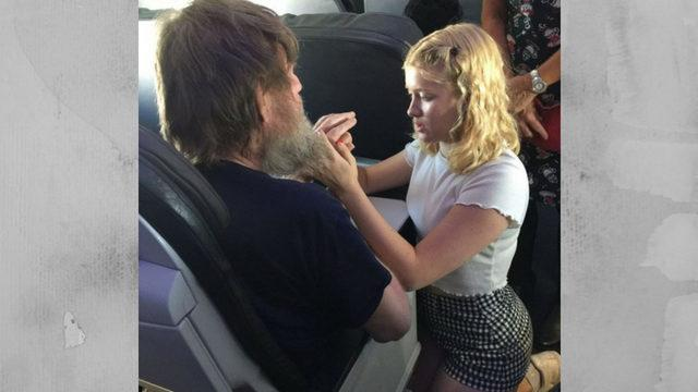 15-year-old-girl-helps-deaf-and-blind-man-on-flight
