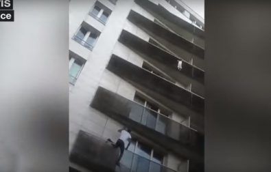 the-spiderman-of-paris-saves-a-child-hanging-from-balcony