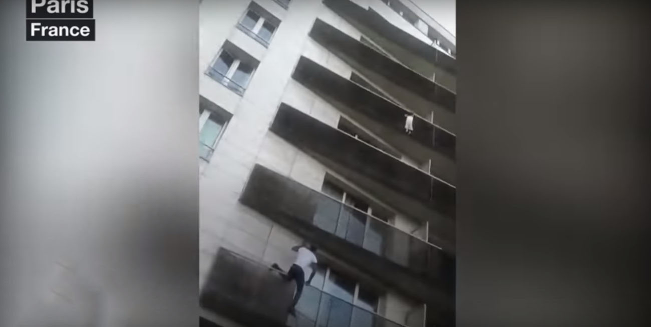 The Spiderman of Paris Saves A Child Hanging From Balcony!