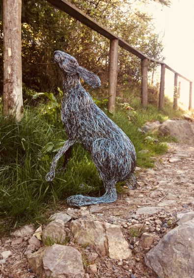 beautiful-life-sized-wire-sculptures-will-amaze-you