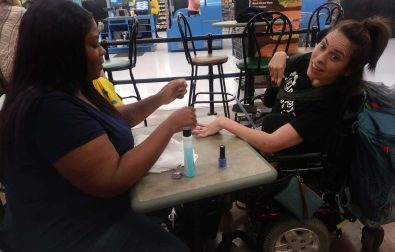 sweet-walmart-cashier-offers-manicure-after-nail-salon-turns-away-disabled-woman
