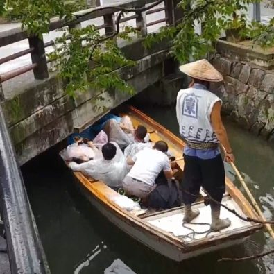 you-have-to-duck-under-bridges-in-japans-city-of-water-%f0%9f%92%a7