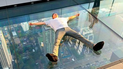 visitors-are-trying-out-a-new-glass-bottom-skywalk-in-thailand-%f0%9f%93%b8